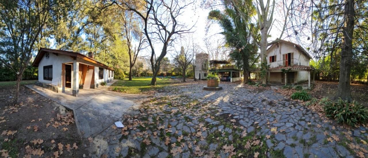 Hermosa Casa quinta con mas de 2300 metros cuadrados *** Permuta ****