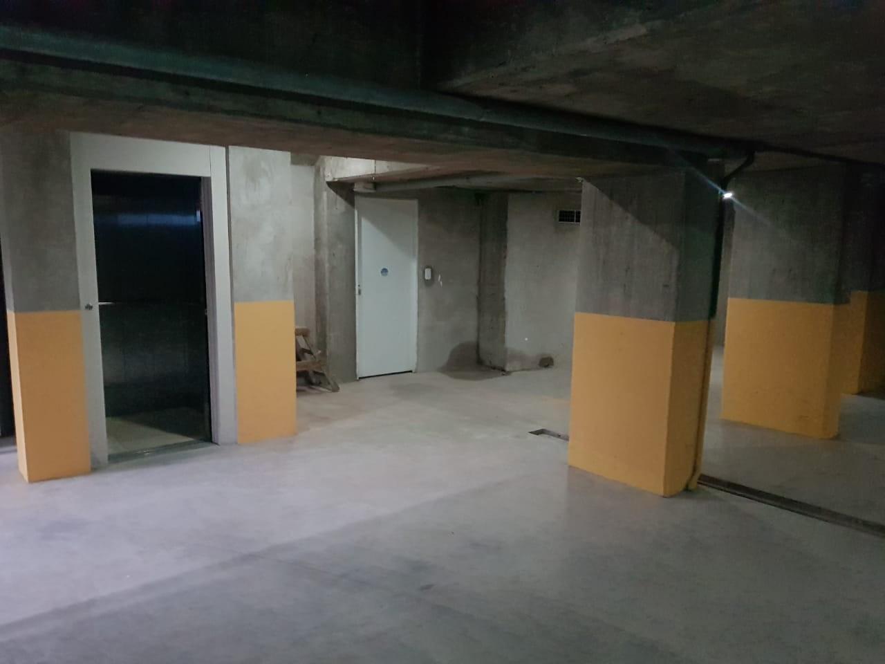 Entrada subsuelo por ascensor